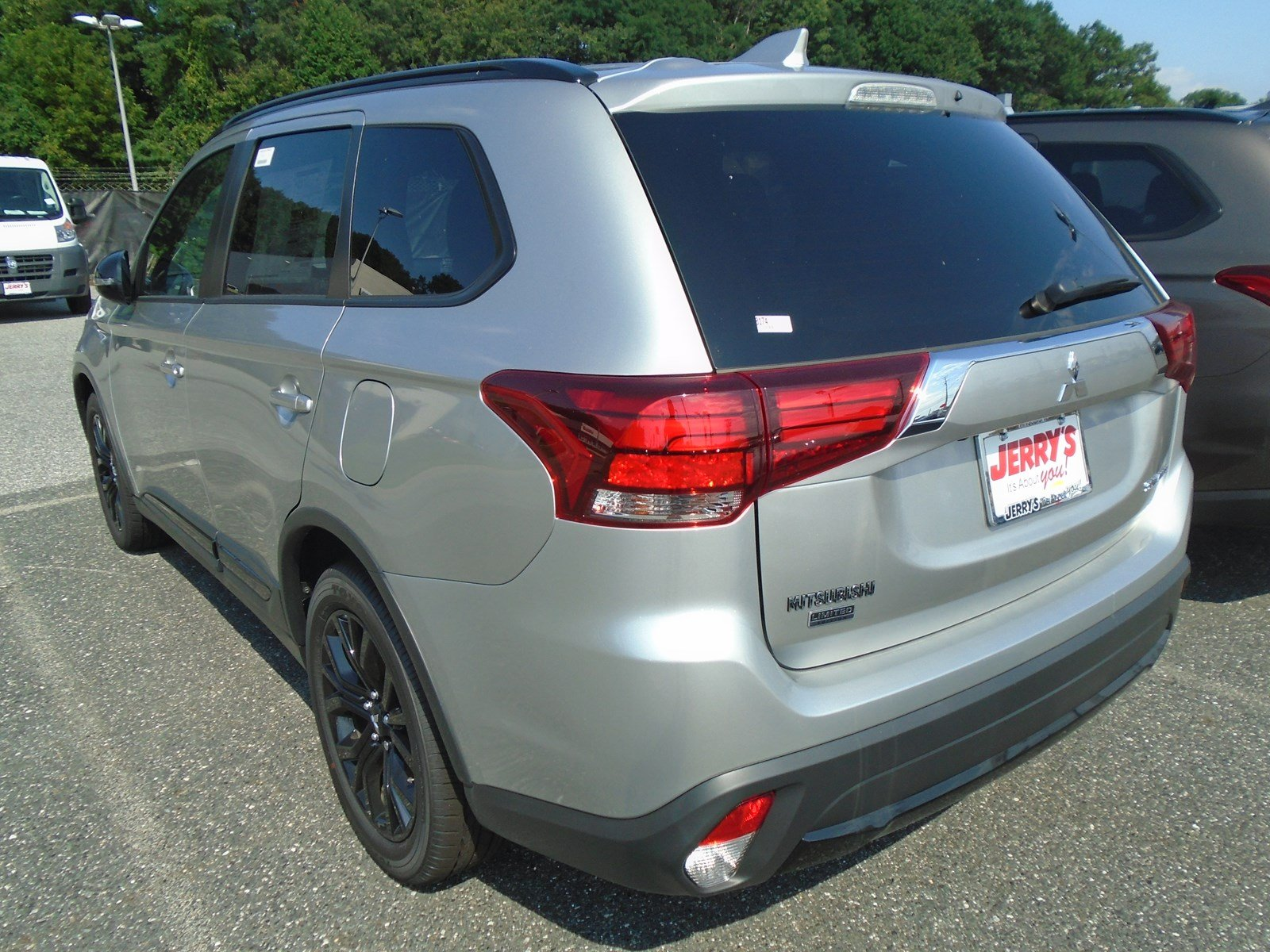New 2018 Mitsubishi Outlander LE